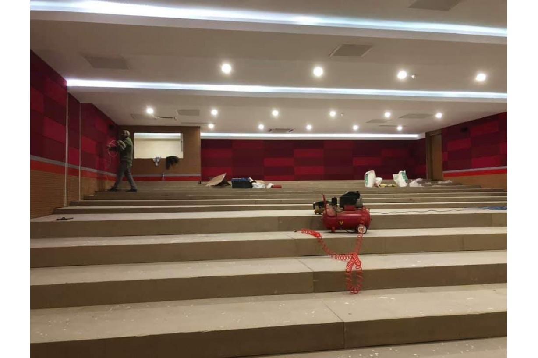 konferans salonu zemin yükseltme